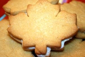 Maple cream cookie